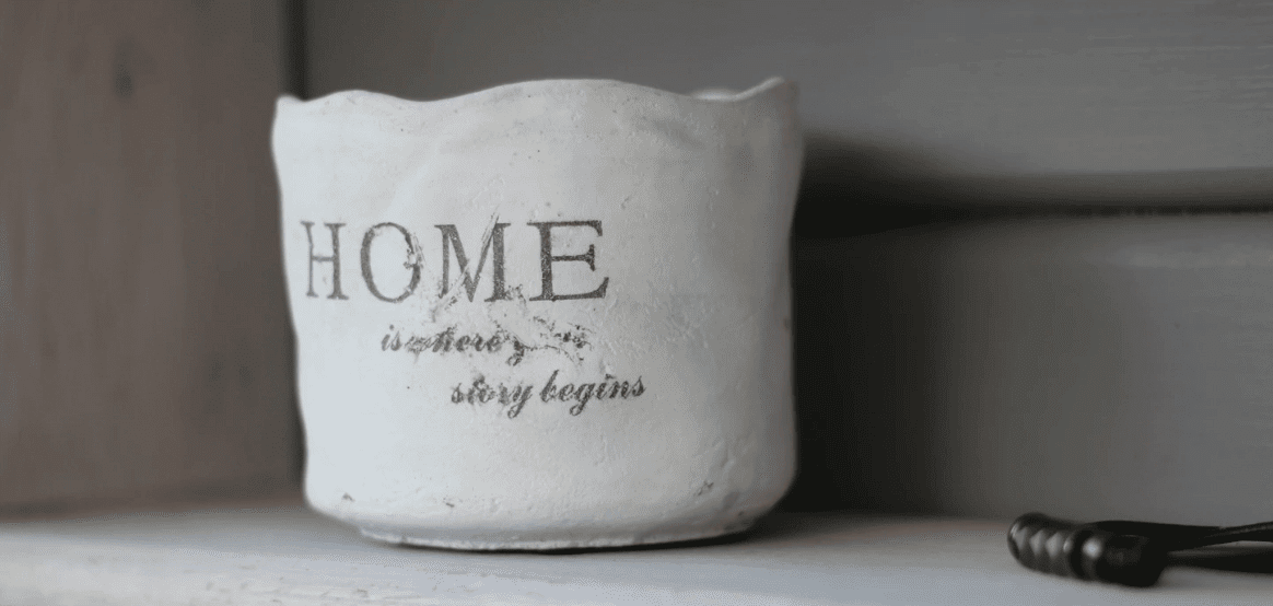 Vase with a quote of home