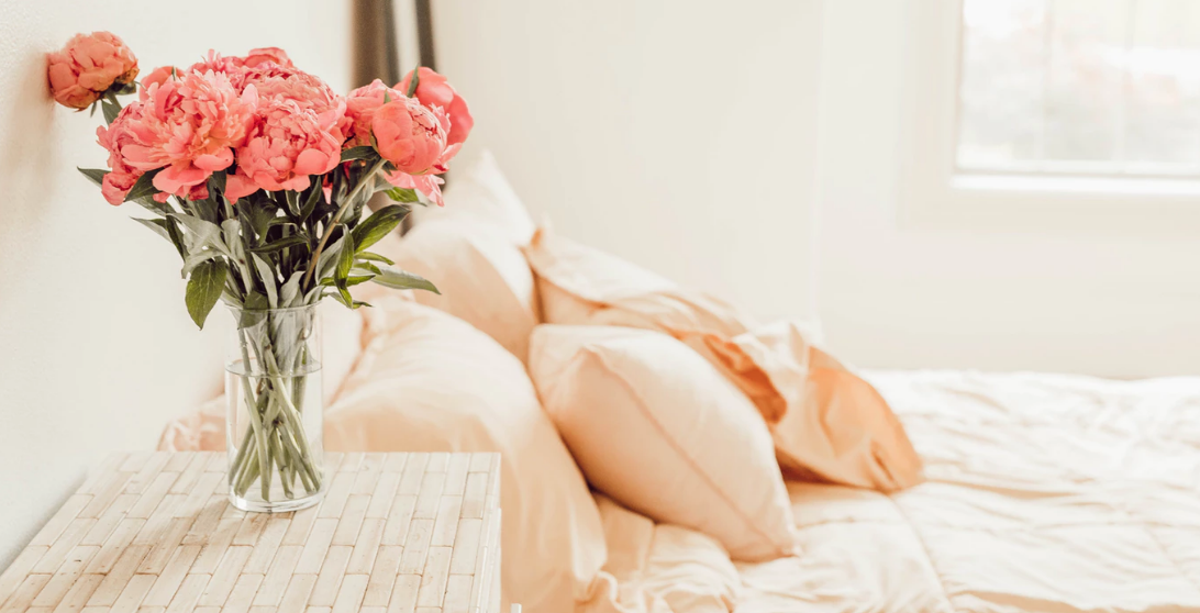 Peach bedsheets and pink flowers