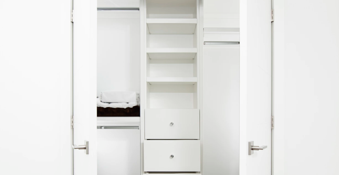 Our Best Tips On Designing Your Mobile Home Walk-In Closet Space