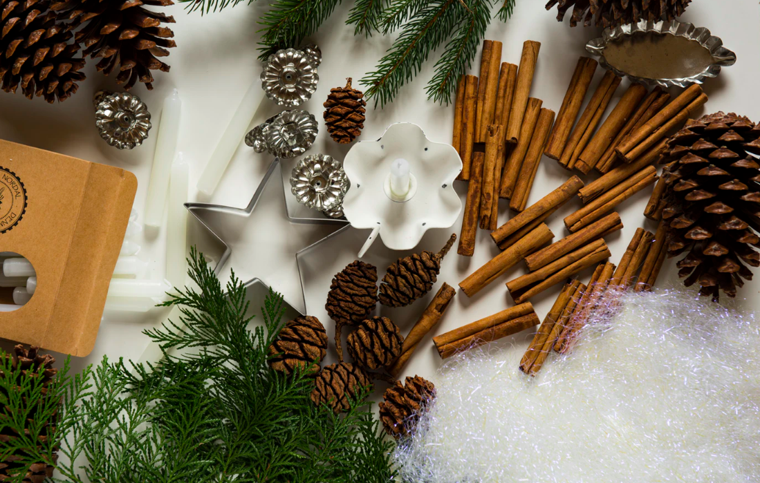 """Feature image for """"Your Guide To Christmas Budgeting With Tips On Buying Gifts & Decor"""""""