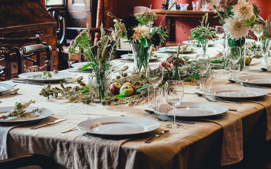5 Beautiful Thanksgiving Tables + Tips On How To Get The Look