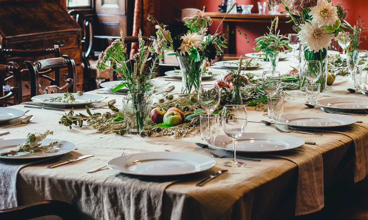 "Feature image for ""5 Beautiful Thanksgiving Tables + Tips On How To Get The Look"""