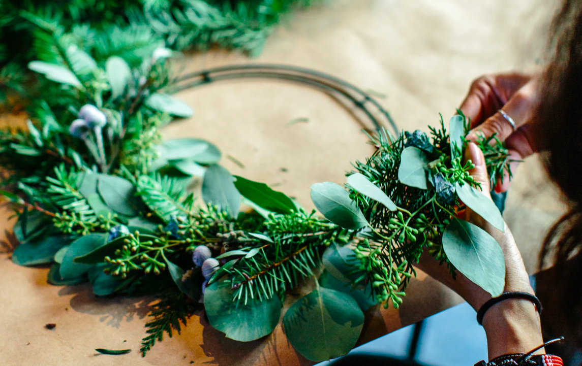 """Featured image for """"5 DIY Christmas Wreaths You Can Put Together In Less Than An Hour"""""""