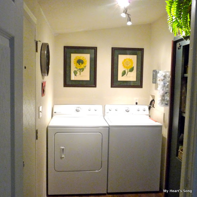 Laundry room in mobile home