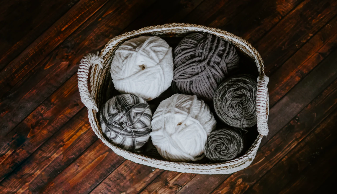 Grey and white balls of yarn