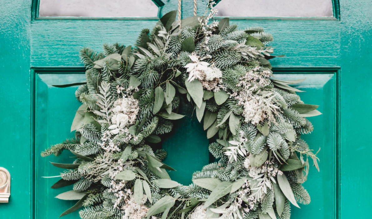 Leaves and pinecones wreath