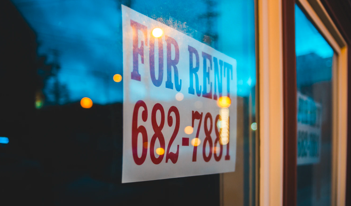 """""""For Rent"""" sign on the window glass"""